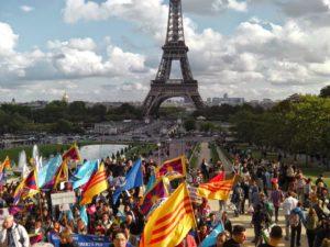 Un momento delle marce di Società Libera a Parigi