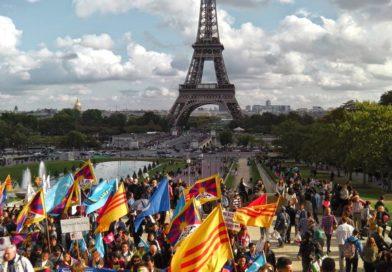 Una foto di una marcia organizzata da Società Libera a Parigi