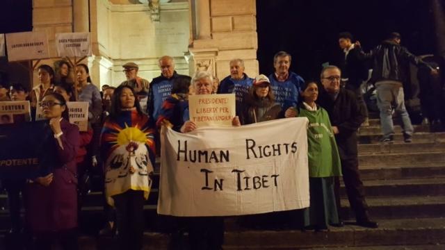 Roma - flash mob per ricordare al Presidente cinese il rispetto dei Diritti Umani e le drammatiche condizioni dei Popoli Tibetano ed Uyghuro - 22 marzo 2019