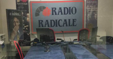 Lo studio vuoto di Radio Radicale