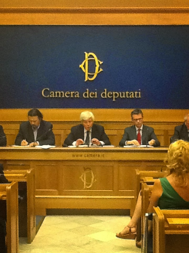 Roma e Milano,  Presidio silenzioso sulla privatizzazione della RAI, 25 ottobre 2014