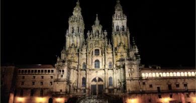 Una veduta notturna della Cattedrale di Santiago di Compostela