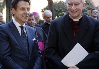 Il Presidente del Consiglio Conte insieme ad un Cardinale