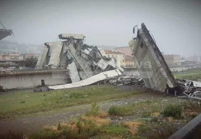 Una immagine del crollo del poste di Genova