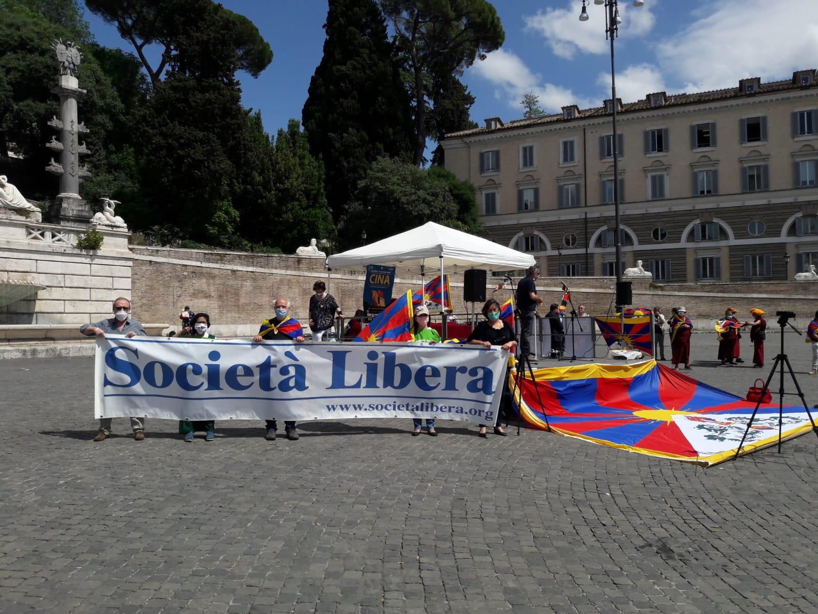 Un momento della manifestazione di Roma, per ricordare l'anniversario di Piazza Tienanmen